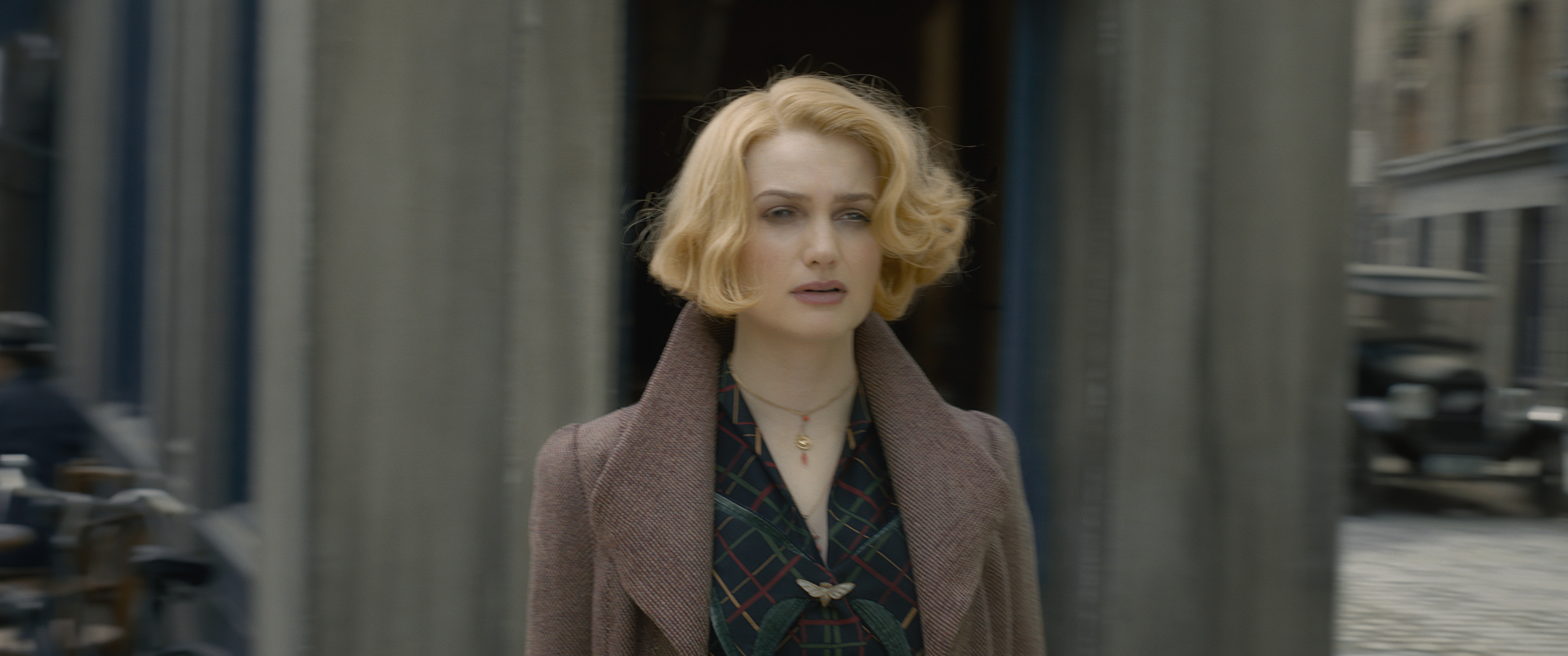 Alison Sudol as Queen Goldstein